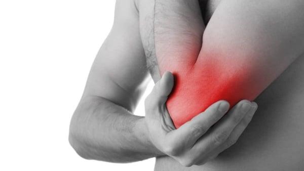 L'ostéopathie contre la douleur du coude – Osteo-Auteuil